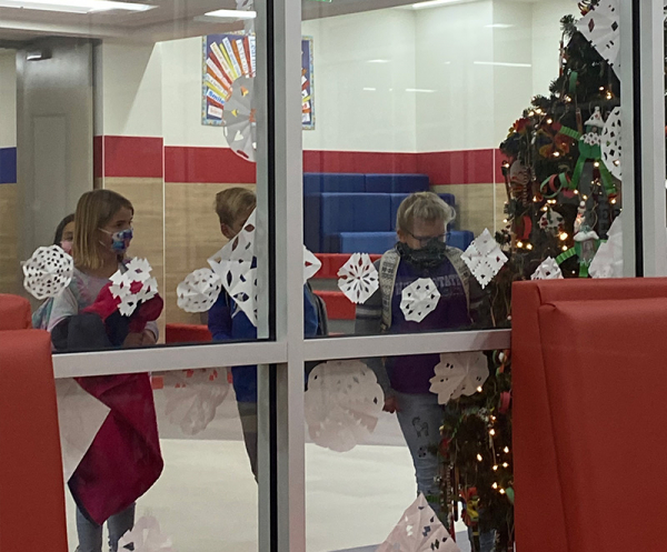 Orchard Springs students make ornaments, a snowflake or a chain garland to decorate the school tree and the school.